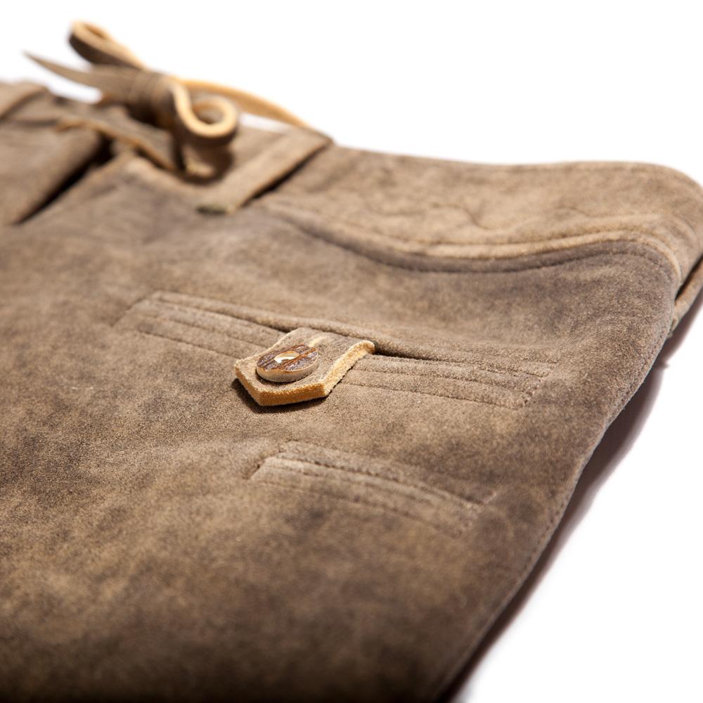 Hintertasche und eingeschnittene Messertasche